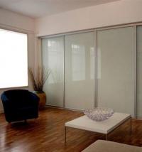 Имаме удоволствие да Ви представим качествен гардероб с плъзгащи врати, изработен от нашата фирма,ко